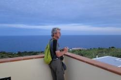 Renato sulla terrazza del Museo della migrazione