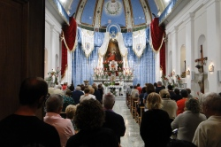 La chiesa addobbata a festa
